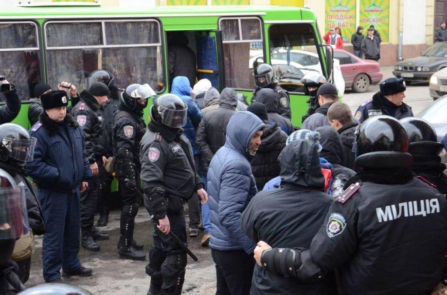 В Харькове «титушки» с ножами и газовыми баллончиками штурмовали церковь, в которой забаррикадировались евромайдановцы (ОБНОВЛЕНО, фото), фото-59