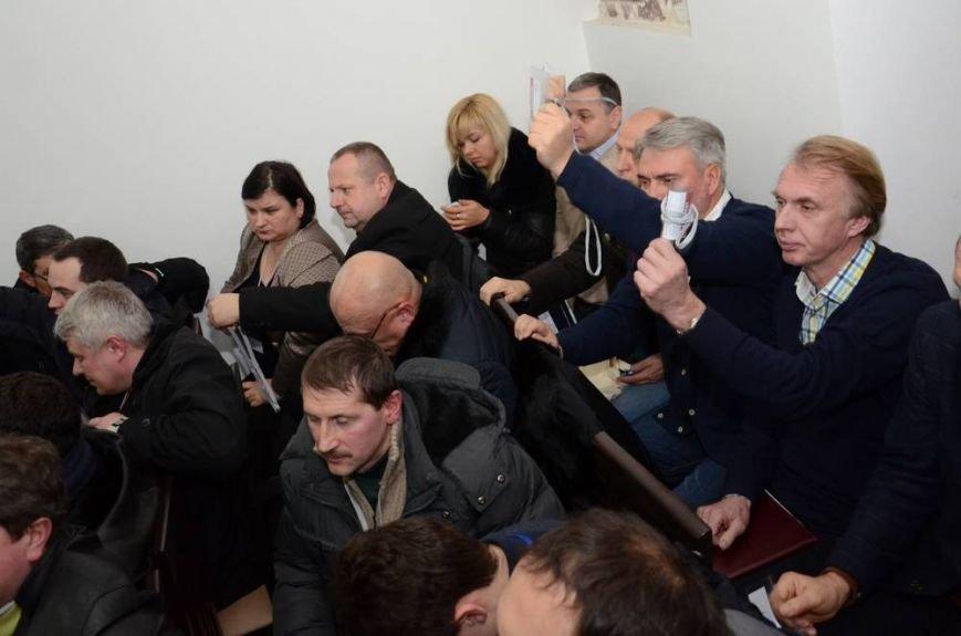В Харькове «титушки» с ножами и газовыми баллончиками штурмовали церковь, в которой забаррикадировались евромайдановцы (ОБНОВЛЕНО, фото), фото-71