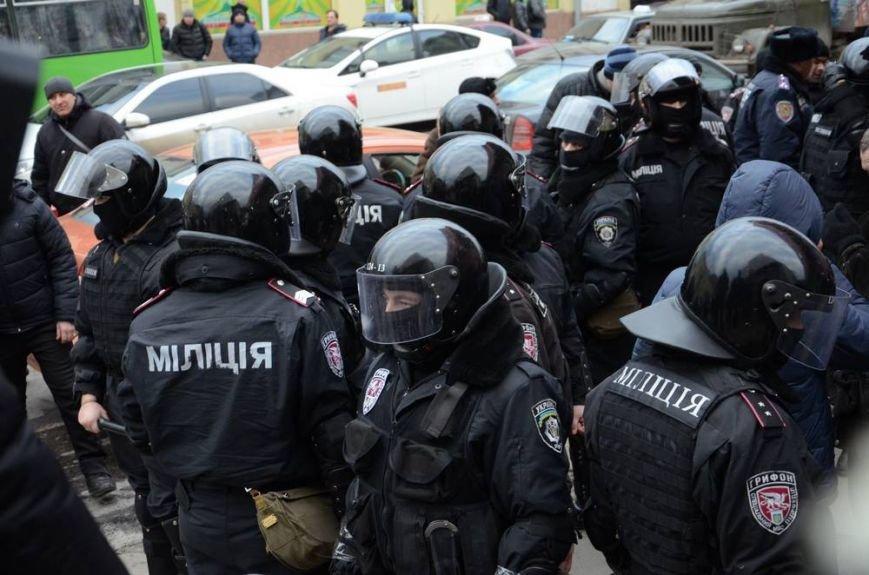В Харькове «титушки» с ножами и газовыми баллончиками штурмовали церковь, в которой забаррикадировались евромайдановцы (ОБНОВЛЕНО, фото), фото-45