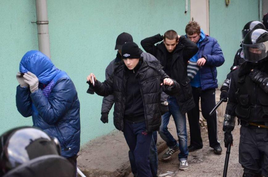 В Харькове «титушки» с ножами и газовыми баллончиками штурмовали церковь, в которой забаррикадировались евромайдановцы (ОБНОВЛЕНО, фото), фото-58