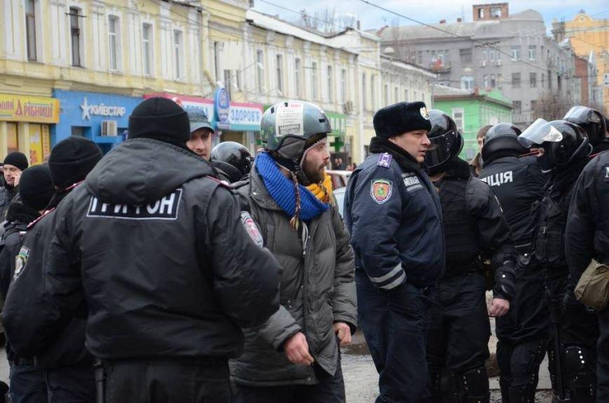 В Харькове «титушки» с ножами и газовыми баллончиками штурмовали церковь, в которой забаррикадировались евромайдановцы (ОБНОВЛЕНО, фото), фото-50