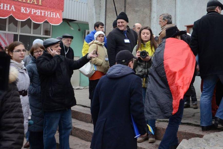 В Харькове «титушки» с ножами и газовыми баллончиками штурмовали церковь, в которой забаррикадировались евромайдановцы (ОБНОВЛЕНО, фото), фото-14