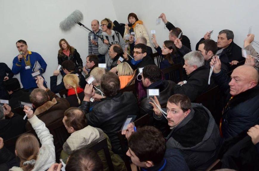 В Харькове «титушки» с ножами и газовыми баллончиками штурмовали церковь, в которой забаррикадировались евромайдановцы (ОБНОВЛЕНО, фото), фото-66