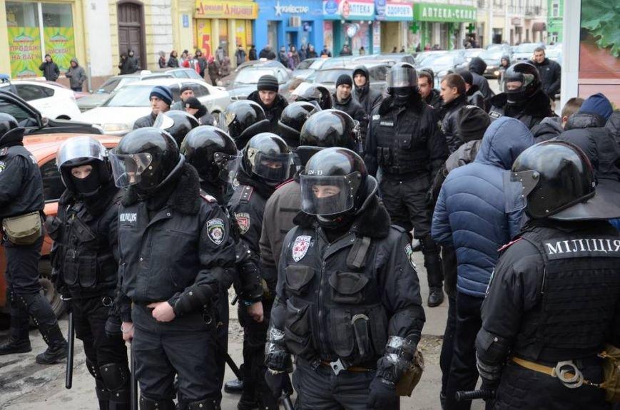 В Харькове «титушки» с ножами и газовыми баллончиками штурмовали церковь, в которой забаррикадировались евромайдановцы (ОБНОВЛЕНО, фото), фото-49