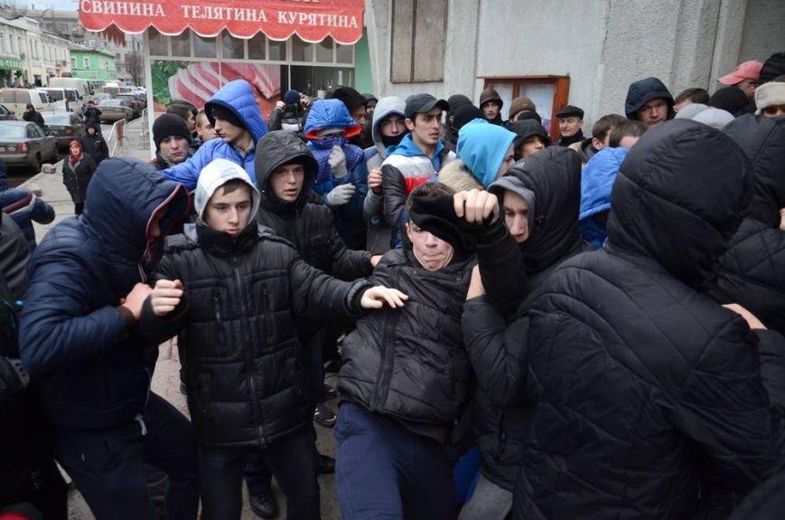 В Харькове «титушки» с ножами и газовыми баллончиками штурмовали церковь, в которой забаррикадировались евромайдановцы (ОБНОВЛЕНО, фото), фото-20