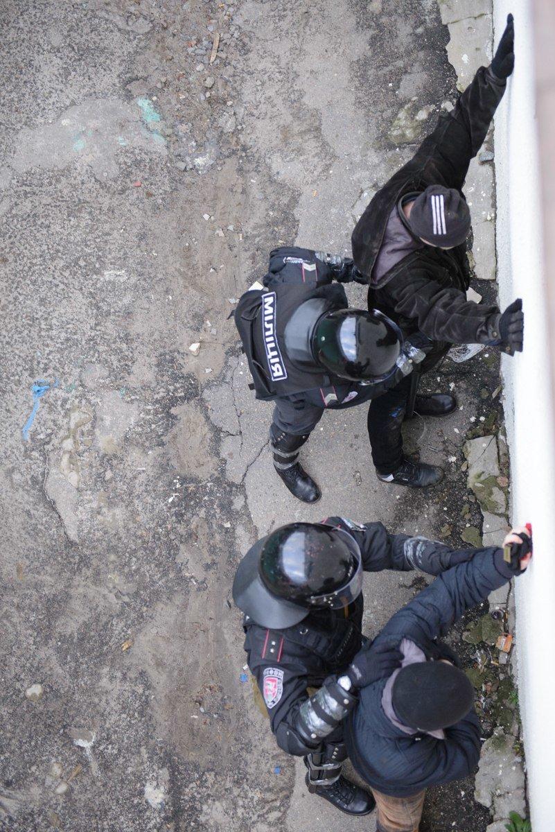В Харькове «титушки» с ножами и газовыми баллончиками штурмовали церковь, в которой забаррикадировались евромайдановцы (ОБНОВЛЕНО, фото), фото-25