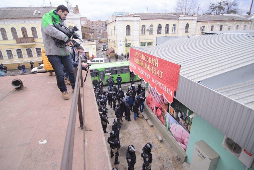 В Харькове «титушки» с ножами и газовыми баллончиками штурмовали церковь, в которой забаррикадировались евромайдановцы (ОБНОВЛЕНО, фото), фото-28