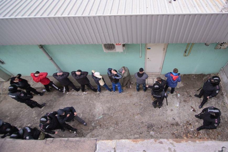 В Харькове «титушки» с ножами и газовыми баллончиками штурмовали церковь, в которой забаррикадировались евромайдановцы (ОБНОВЛЕНО, фото), фото-29