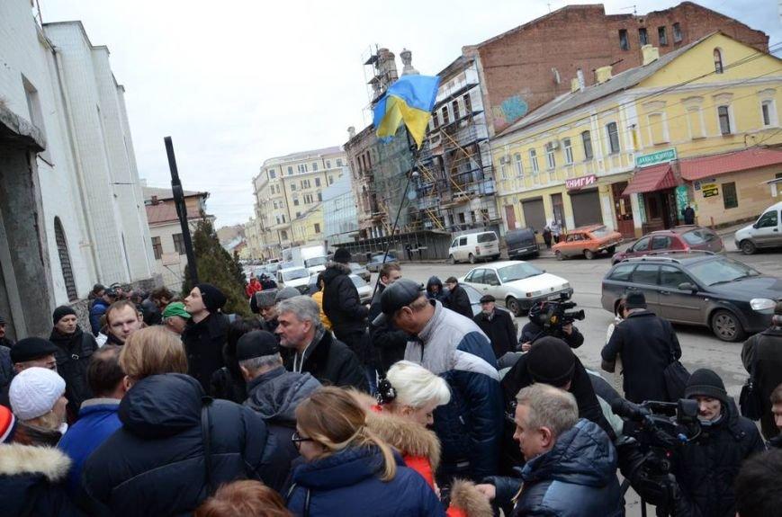 В Харькове «титушки» с ножами и газовыми баллончиками штурмовали церковь, в которой забаррикадировались евромайдановцы (ОБНОВЛЕНО, фото), фото-12