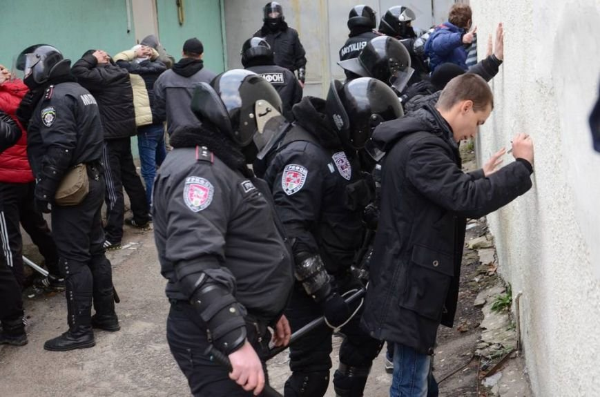В Харькове «титушки» с ножами и газовыми баллончиками штурмовали церковь, в которой забаррикадировались евромайдановцы (ОБНОВЛЕНО, фото), фото-53