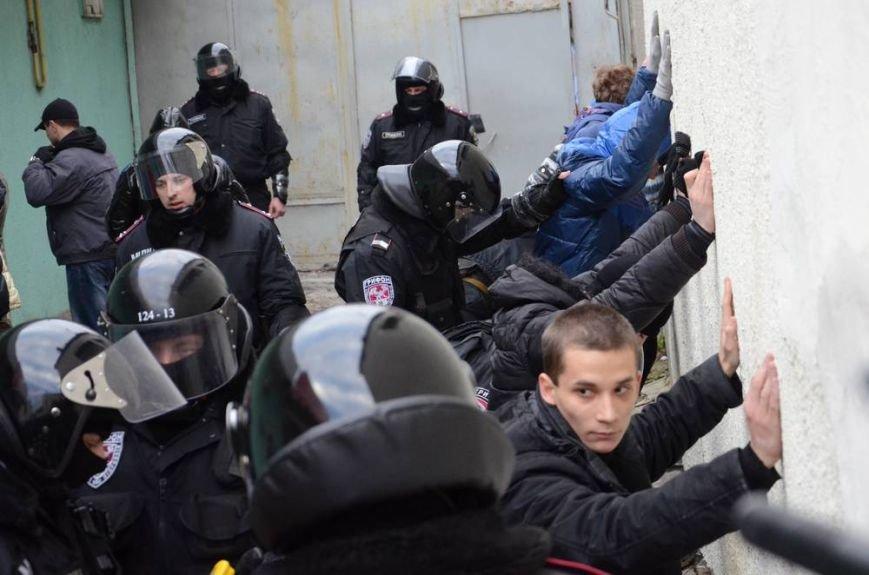 В Харькове «титушки» с ножами и газовыми баллончиками штурмовали церковь, в которой забаррикадировались евромайдановцы (ОБНОВЛЕНО, фото), фото-54