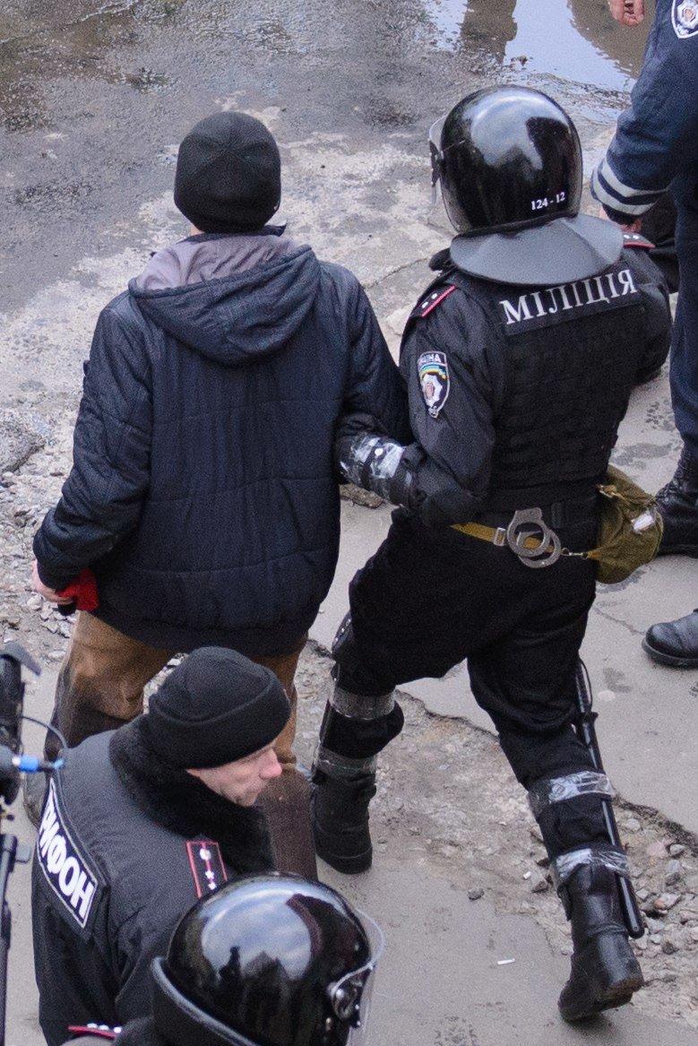 В Харькове «титушки» с ножами и газовыми баллончиками штурмовали церковь, в которой забаррикадировались евромайдановцы (ОБНОВЛЕНО, фото), фото-23