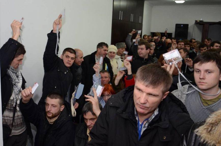 В Харькове «титушки» с ножами и газовыми баллончиками штурмовали церковь, в которой забаррикадировались евромайдановцы (ОБНОВЛЕНО, фото), фото-69