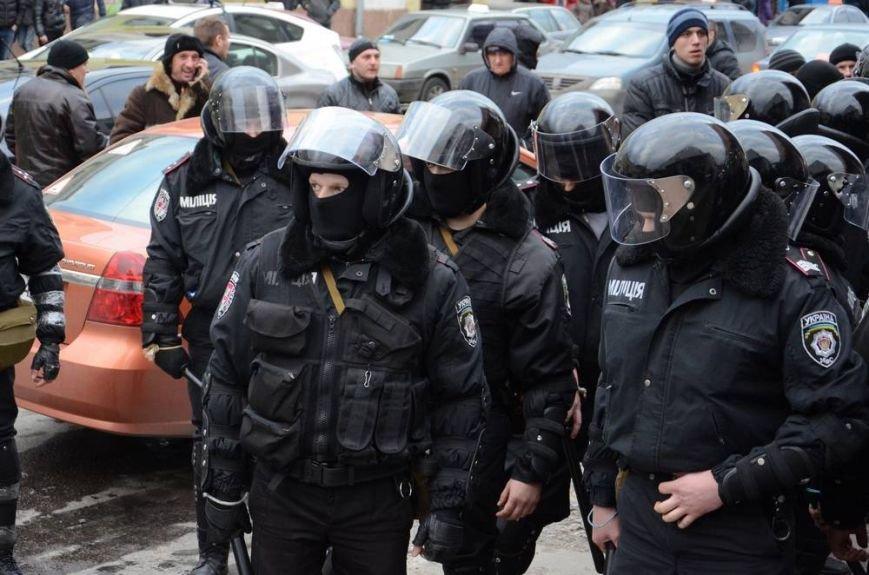 В Харькове «титушки» с ножами и газовыми баллончиками штурмовали церковь, в которой забаррикадировались евромайдановцы (ОБНОВЛЕНО, фото), фото-46