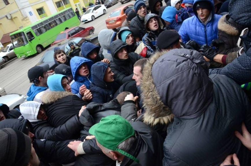 В Харькове «титушки» с ножами и газовыми баллончиками штурмовали церковь, в которой забаррикадировались евромайдановцы (ОБНОВЛЕНО, фото), фото-34