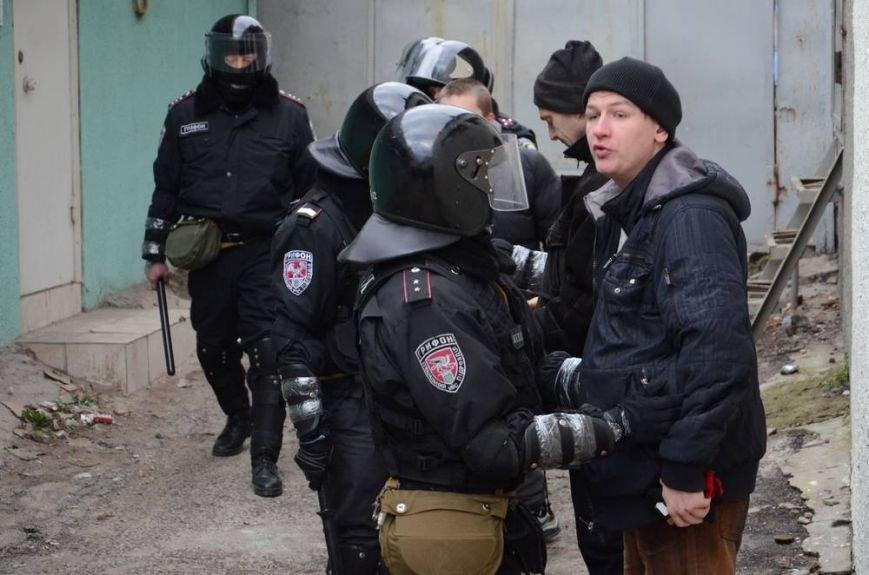 В Харькове «титушки» с ножами и газовыми баллончиками штурмовали церковь, в которой забаррикадировались евромайдановцы (ОБНОВЛЕНО, фото), фото-62