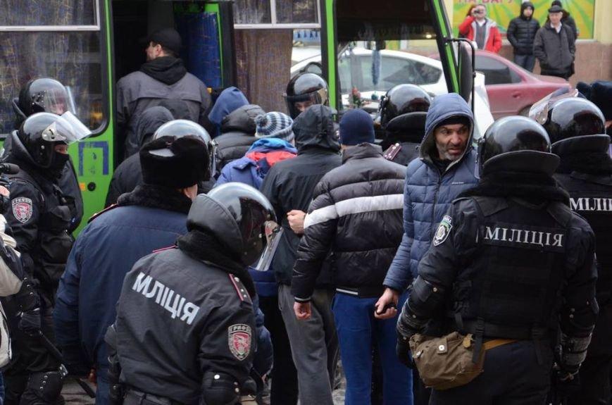 В Харькове «титушки» с ножами и газовыми баллончиками штурмовали церковь, в которой забаррикадировались евромайдановцы (ОБНОВЛЕНО, фото), фото-61