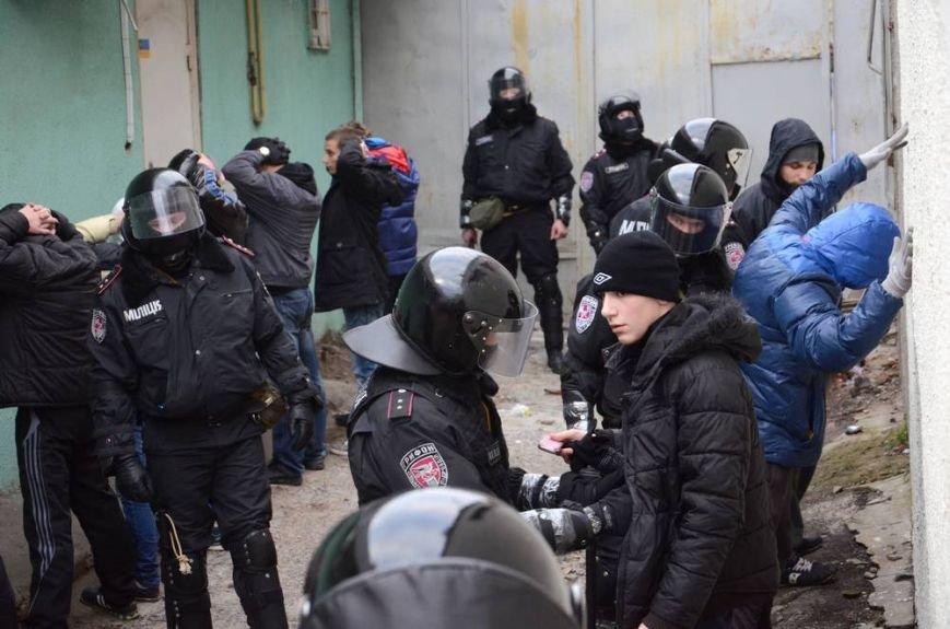 В Харькове «титушки» с ножами и газовыми баллончиками штурмовали церковь, в которой забаррикадировались евромайдановцы (ОБНОВЛЕНО, фото), фото-55