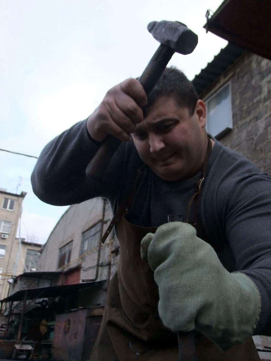 Дмитрий Халаджи стал кузнецом, а  известный в Донецке бизнесмен - пропал, фото-1