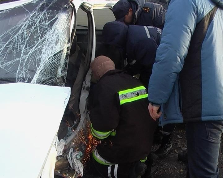 На Сумщине из искореженного после ДТП авто спасатели вытащили 10-летнюю девочку (ФОТО+ВИДЕО), фото-2