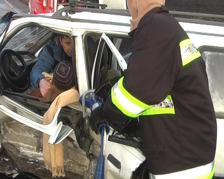 На Сумщине из искореженного после ДТП авто спасатели вытащили 10-летнюю девочку (ФОТО+ВИДЕО), фото-3