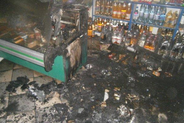 На Тернопільщині майже вщент згорів продуктовий магазин (фото), фото-1