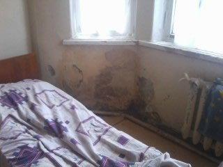 В одной из больниц центра Донецка в детском отделении окна «забиты одеялами» (фото), фото-3