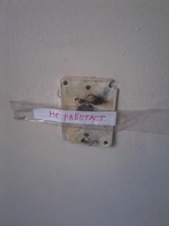 В одной из больниц центра Донецка в детском отделении окна «забиты одеялами» (фото), фото-6