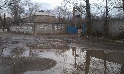 Ни проехать, ни пройти - вокруг одного из популярных рынков Донецка сплошные ямы и выбоины (фото), фото-1