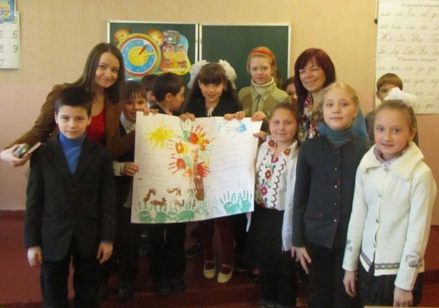 Киевские школьники подарили детям Родинского книги, фото-1