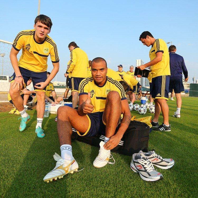 Футбол через сетку и работа над «физикой»: «Металлист» продолжает сборы в ОАЭ (фото), фото-5