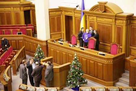 Оппозиция блокирует Верховную Раду, Бенюк засевает, а под АП - митинг (фото), фото-3