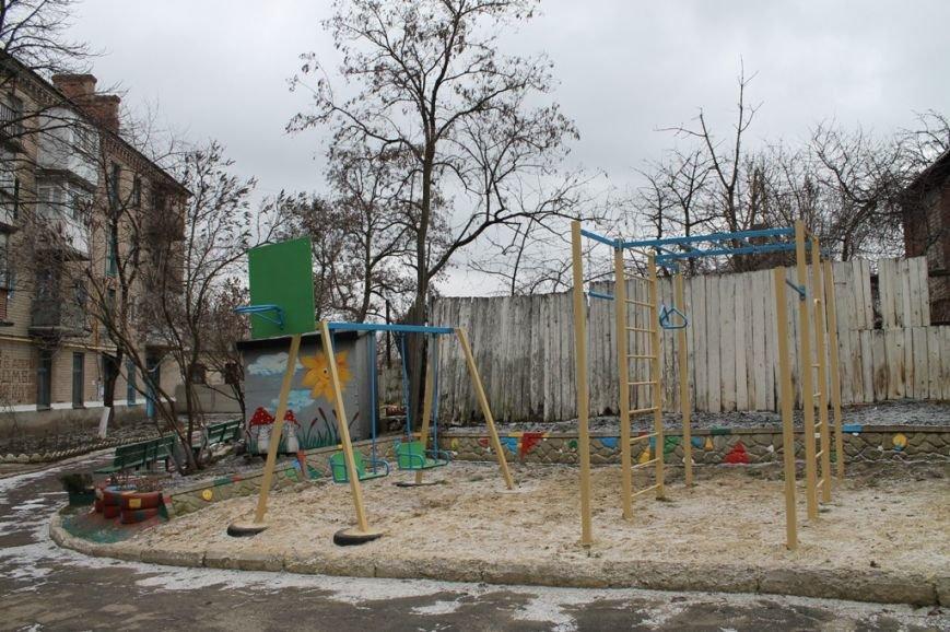 Все началось с «Уютного дворика»: в артемовском дворе высадили фруктовый сад, фото-1