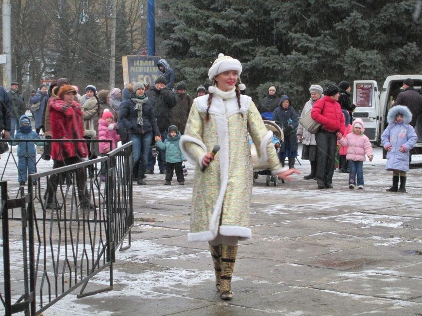 В Горловке с хороводами и песнями закрыли городскую ёлку, фото-2