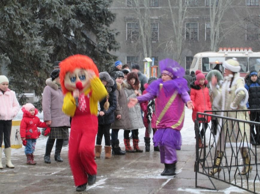 В Горловке с хороводами и песнями закрыли городскую ёлку, фото-1