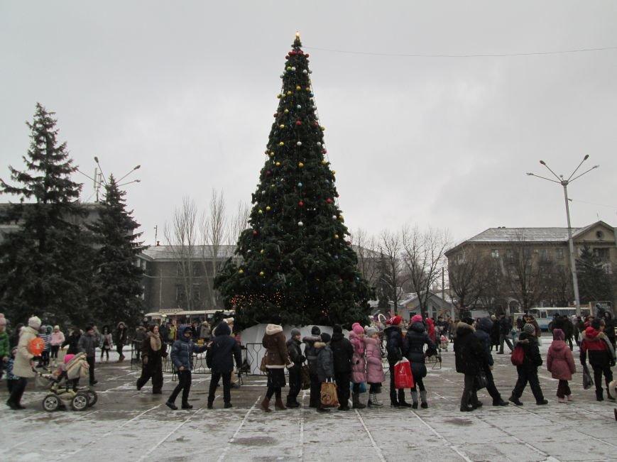 В Горловке с хороводами и песнями закрыли городскую ёлку, фото-9