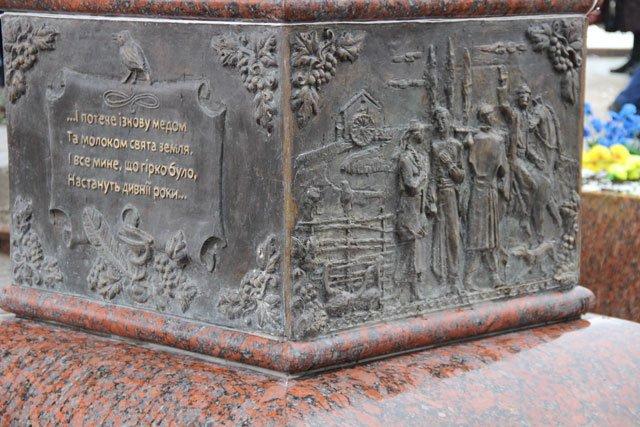 Горловчане создали памятник выдающемуся поэту Украины, фото-1