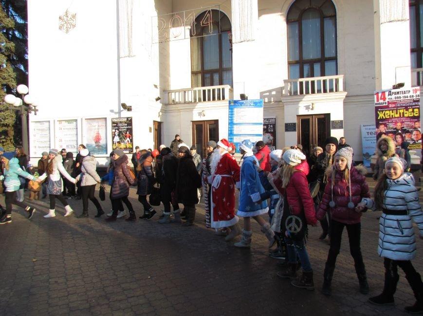 В Мариуполе с песнями прошел парад Снегурочек и Дедов Морозов (ФОТОРЕПОРТАЖ), фото-5