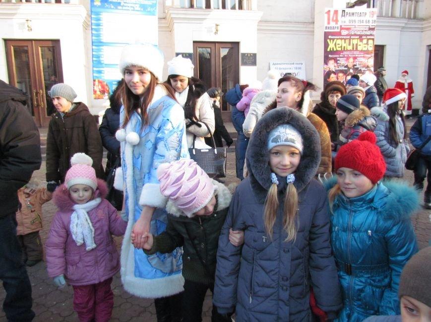 В Мариуполе с песнями прошел парад Снегурочек и Дедов Морозов (ФОТОРЕПОРТАЖ), фото-7