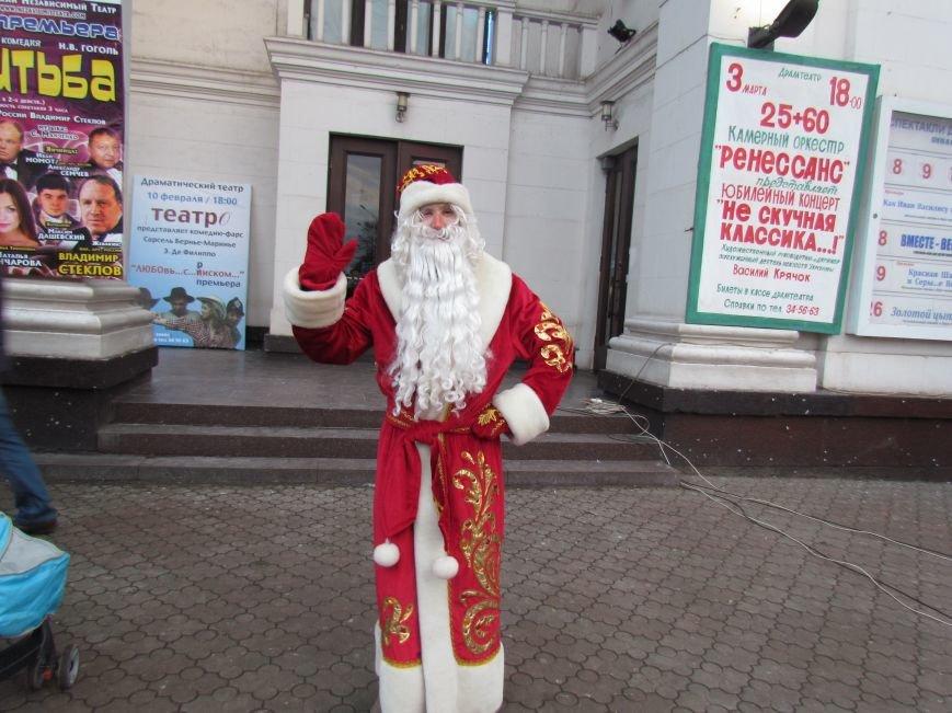В Мариуполе с песнями прошел парад Снегурочек и Дедов Морозов (ФОТОРЕПОРТАЖ), фото-14