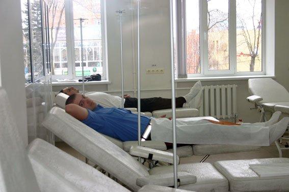 20 сотрудников ГАИ в Донецкой области стали донорами ради семьи, пострадавшей от взрыва газового баллона, фото-1