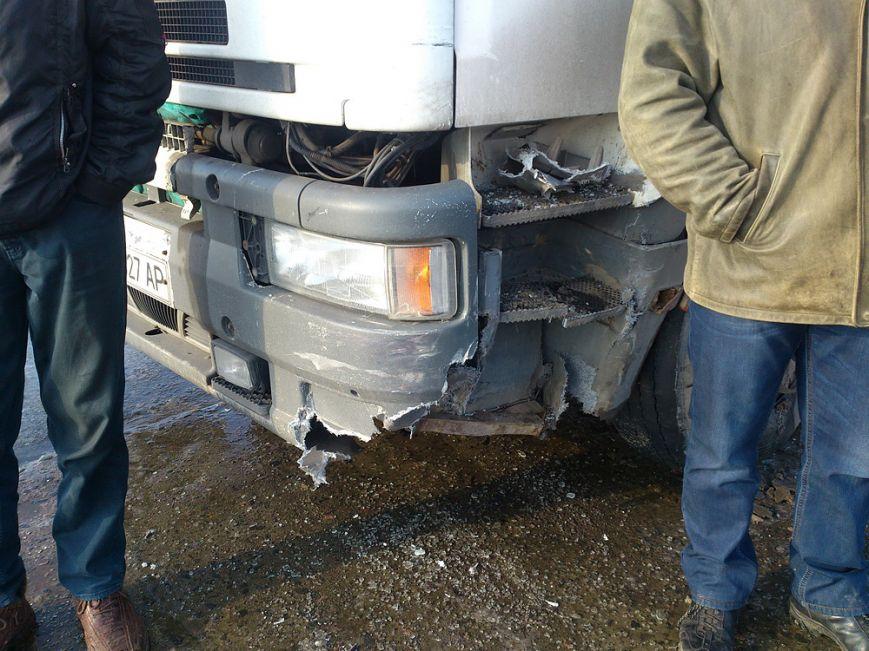 В Мариуполе таксист врезался в грузовик. Пострадала пассажирка с ребенком, фото-3
