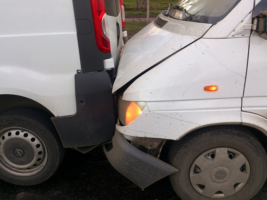 В Мариуполе на  проспекте Ильича столкнулось сразу четыре авто (ФОТО), фото-2