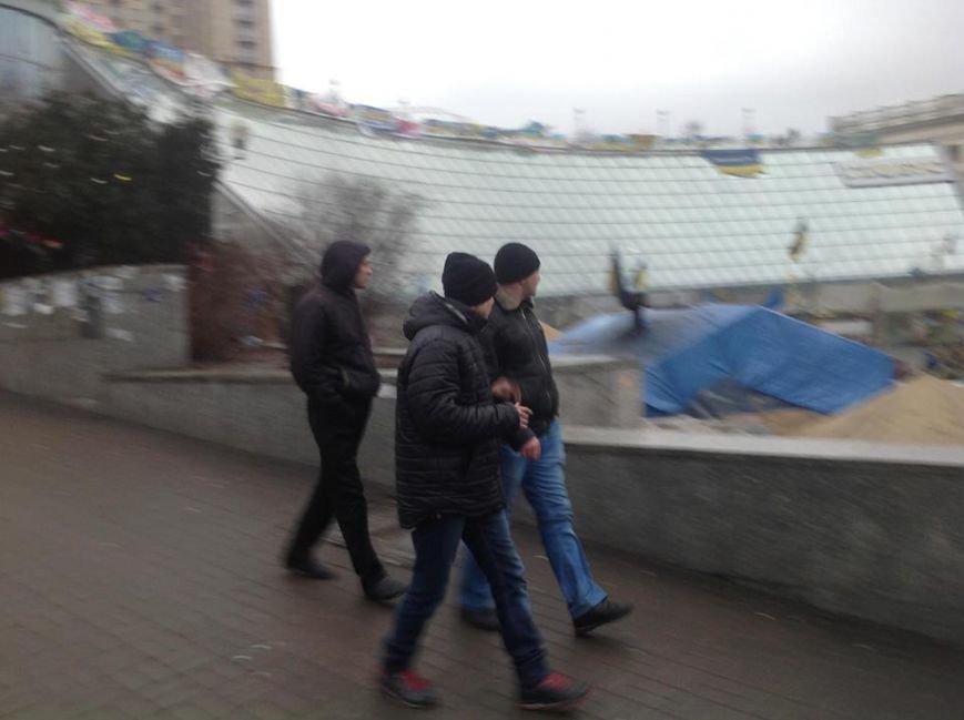 Титушки из Мариуполя и Донецка заполонили евромайдан - А.Парубий (ФОТО), фото-2