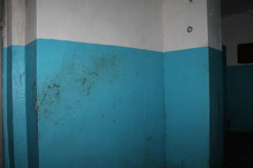 В артемовской малосемейке устали бороться с бомжами и вандалами, фото-7