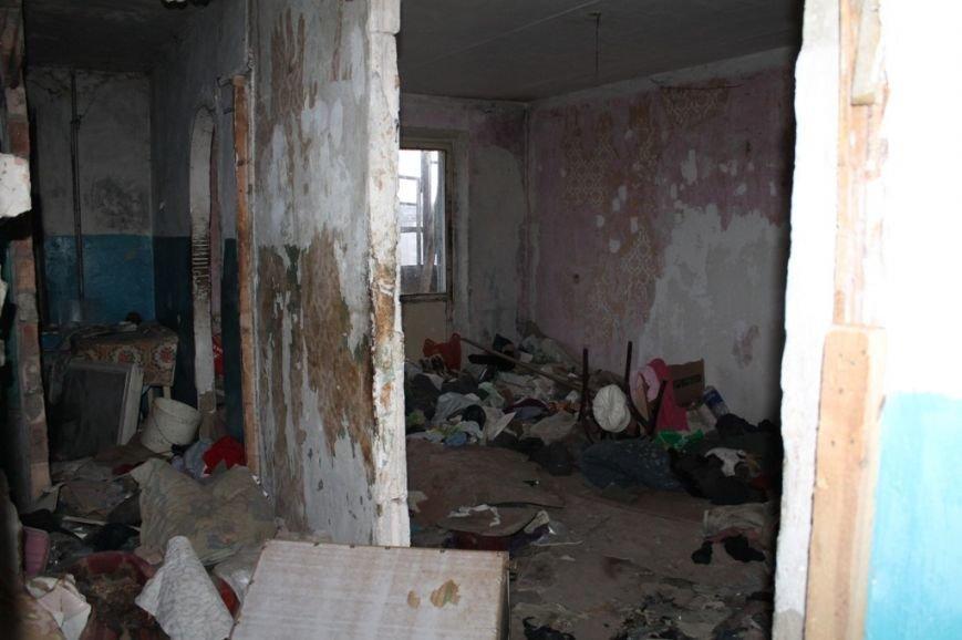 В артемовской малосемейке устали бороться с бомжами и вандалами, фото-10