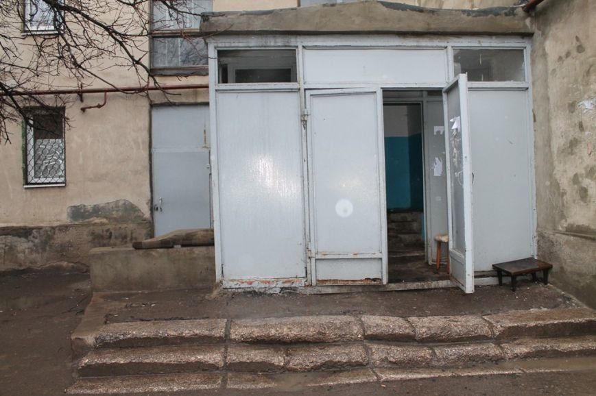 В артемовской малосемейке устали бороться с бомжами и вандалами, фото-5