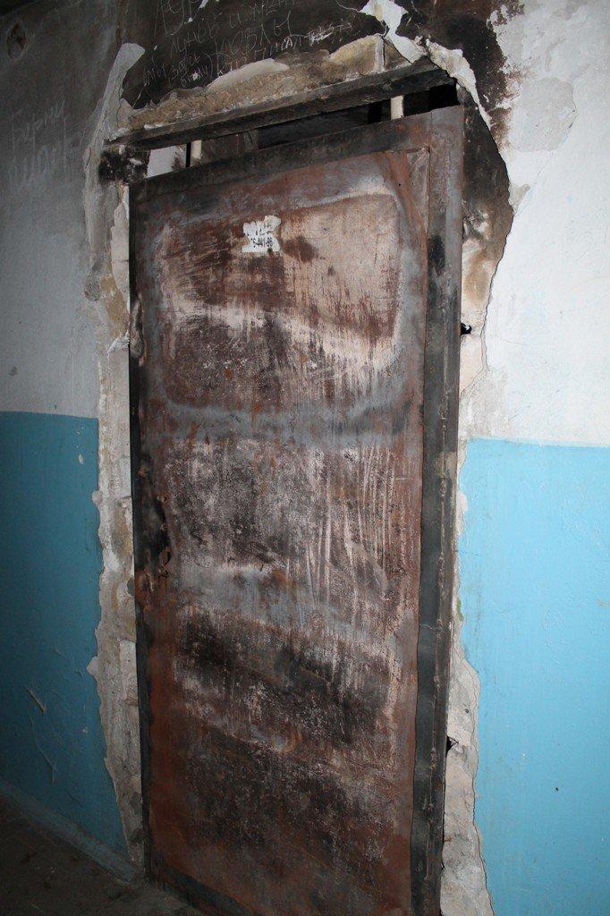 В артемовской малосемейке устали бороться с бомжами и вандалами, фото-11