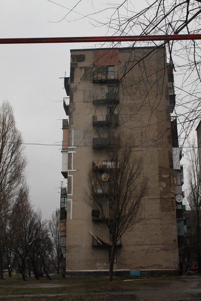 В артемовской малосемейке устали бороться с бомжами и вандалами, фото-4