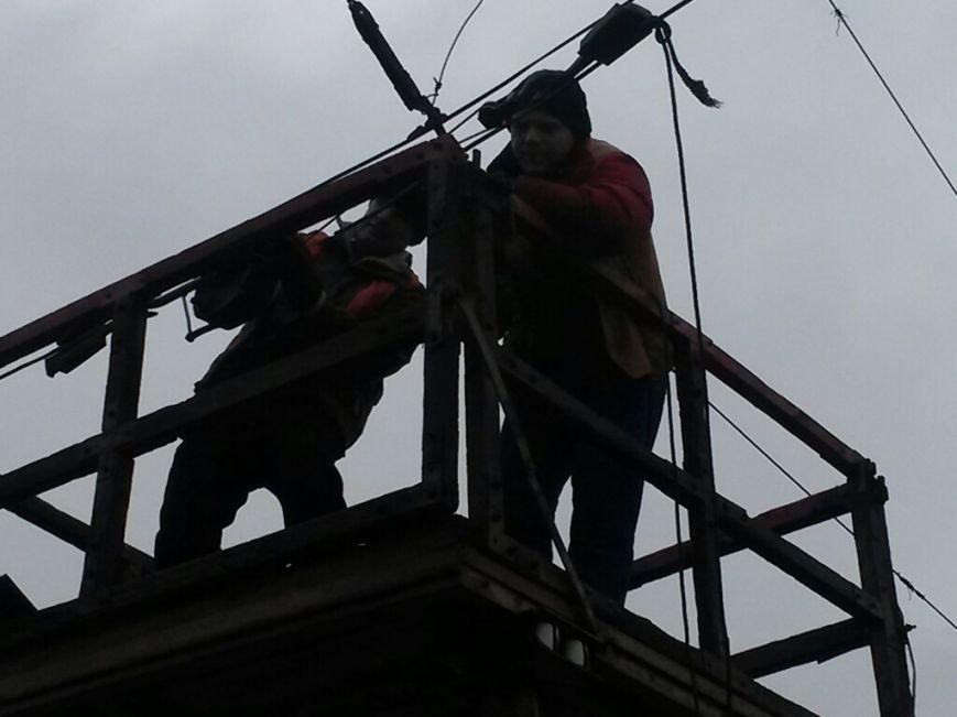 В Мариуполе в Ильичевском районе парализовано движение электротранспорта (ФОТО), фото-2